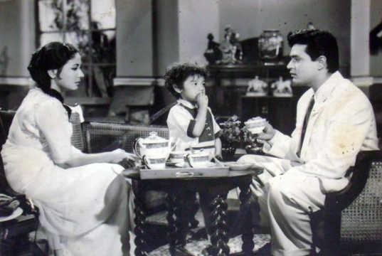 Meena Kumari, Honey Irani and Rajendra Kumar in a still from Chirag Kahan Roshni Kahan